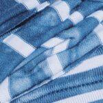 hellblau gestreift